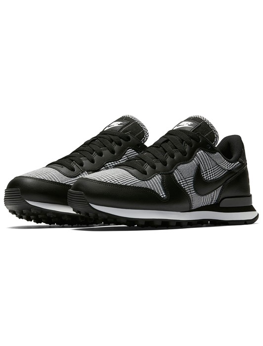 W INTERNATIONALIST